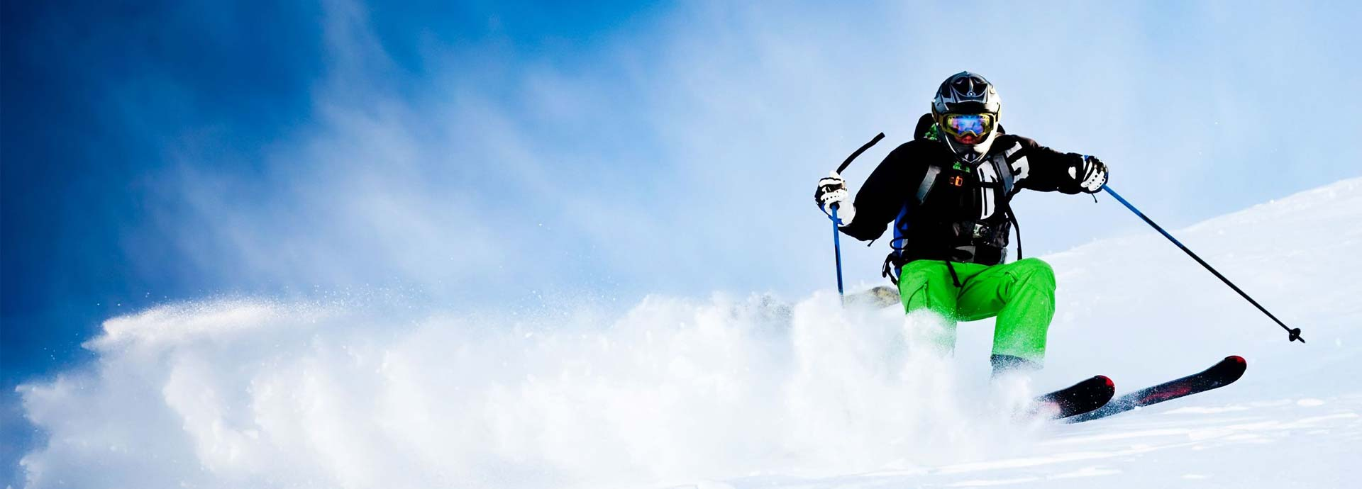 Sciatore sulla neve